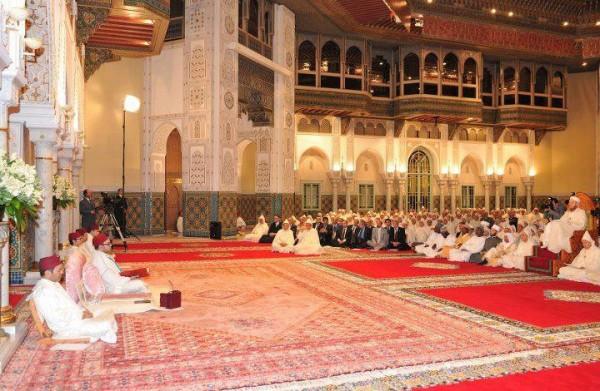 Shaykh Muhammad al-Yaqoubi föreläser framför amir al-mu'mineen kung Muhammad av Marocko