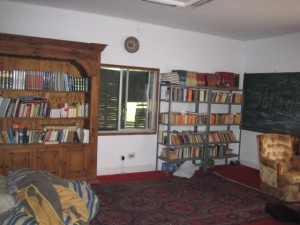 En del av skolans bibliotek