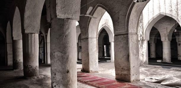 Bön på mattor i malikiskolan