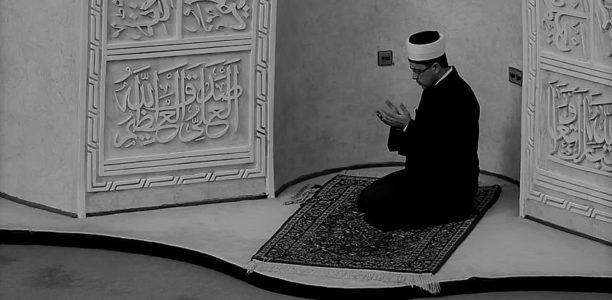 Ska imamen göra du'a högt efter bönen?