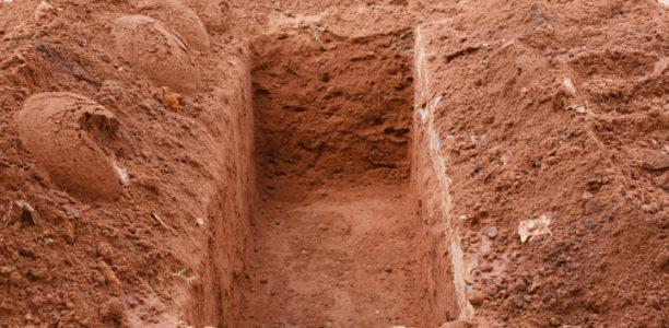Kvinnor vid begravningar