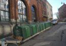Miljösortering utanför Stockholms moské